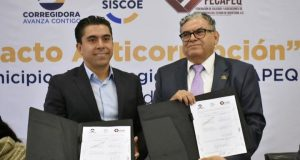 Firma Roberto Sosa pacto anticorrupción con FECAPEQ