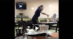 """Se peleó con """"hombre invisible"""", la retiraron del restaurante donde estaba"""